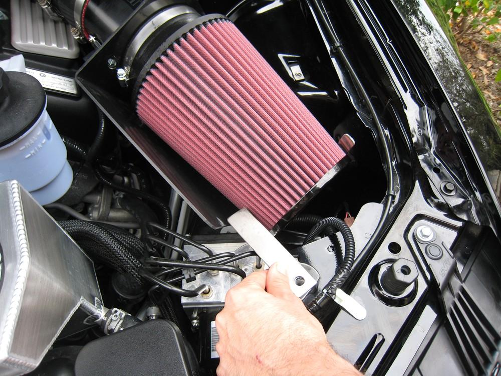 installing-intake-mounting-bracket2.jpg